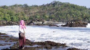 Jalan-Jalan di Pantai Gunung Kidul (Dokumentasi Pribadi)
